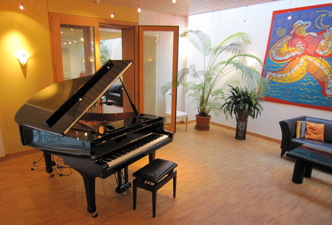 AVALON_Recording_Studio_Piano